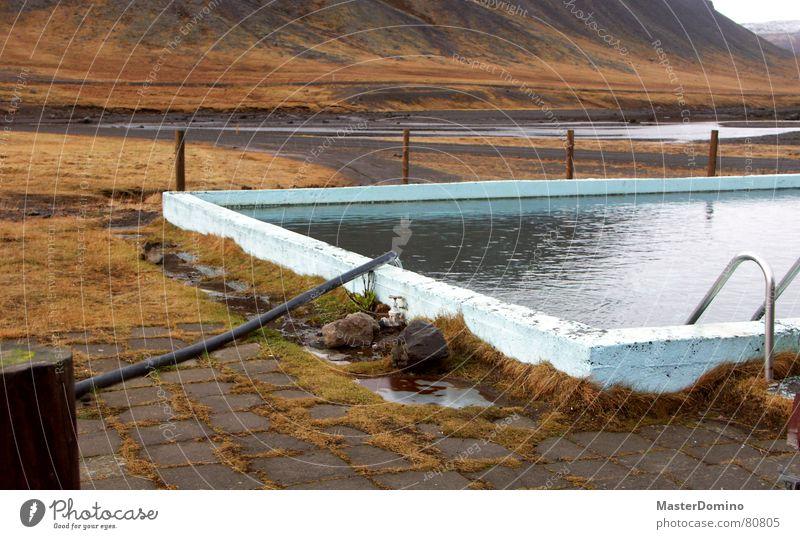 Fjordbad Natur alt Meer Landschaft Berge u. Gebirge Wärme See Freizeit & Hobby nass Schwimmbad Physik feucht Eisenrohr schäbig Pflastersteine Schlauch