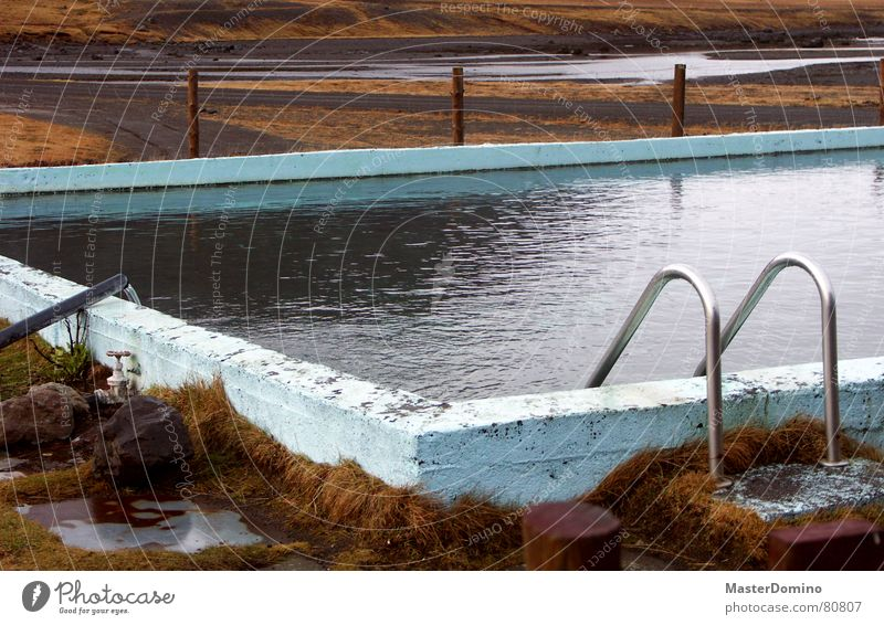 Fjordbad 2 See Schwimmbad Physik Schlauch feucht nass Meer Freizeit & Hobby Wärme alt schäbig Landschaft Natur Berge u. Gebirge Pflastersteine Eisenrohr
