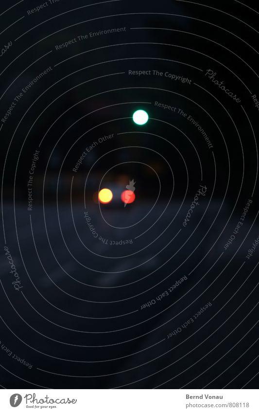 rechts ab Verkehr Straße Schilder & Markierungen dunkel blau gelb rot weiß PKW abbiegen Fahrbahnmarkierung mehrspurig grau Pfeil Spurwechsel Farbfoto