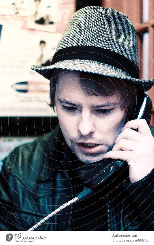 London calling... Lösegeld Telefon Telefonzelle Telefongespräch England rot Mann Auftrag Lederjacke Großbritannien Siebziger Jahre Sechziger Jahre Klischee