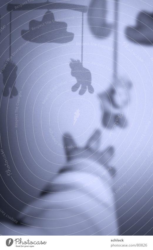 Sch(l)aflos Mobilität Hand Baby Spielen Nacht Spieldose Schaf Spielzeug Stofftiere Wolken Unschärfe Schatten Kleinkind Kinderzimmer schäfchen zählen Arme fangen