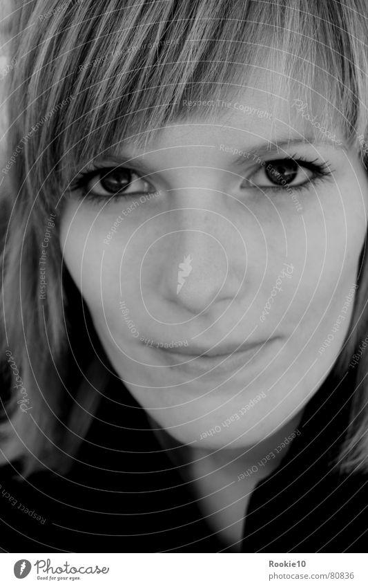 Augen(blick)... Porträt träumen zart schön dominant faszinierend attraktiv einzigartig Frau Gesicht Nahaufnahme Blick Schwarzweißfoto Coolness fantastisch