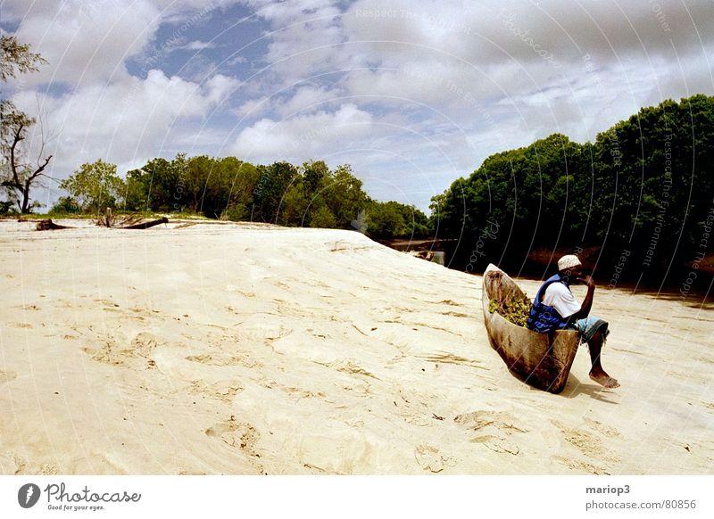 Kenya Crocodile River Mensch Mann Natur grün schwarz Tier Erholung Freiheit Sand Wasserfahrzeug braun Armut gefährlich Fluss Sträucher Afrika