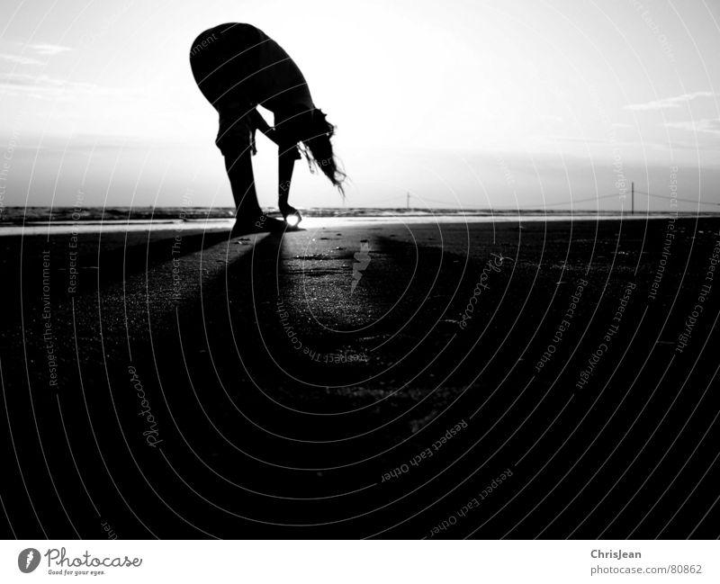 Sunset mehrere abgeklärt Yoga Denken Strand Meer Stab Baseballmütze untergehen Sonnenuntergang ruhig Erholung Wellness Vergangenheit Zufriedenheit Horizont