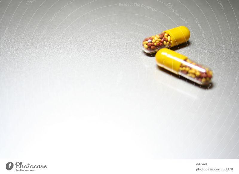 Vitaminbomben 1 Gesundheitswesen gelb Tablette bitter grau Hoffnung Erkenntnis Innenaufnahme vitaminreich Makroaufnahme Nahaufnahme gesundmacher hell Freude