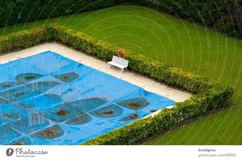 Da am Pool Wasser grün blau rot Einsamkeit Sport Erholung Wiese Herbst Spielen Gras Garten Holz warten dreckig frei