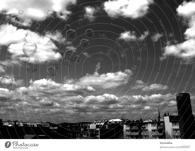 seifenblasen Stadt Panorama (Aussicht) Stimmung Wolken Seifenblase Berlin Stadtzentrum Himmel tief Kontrast Hauptstadt groß Wolkenhimmel Schwarzweißfoto