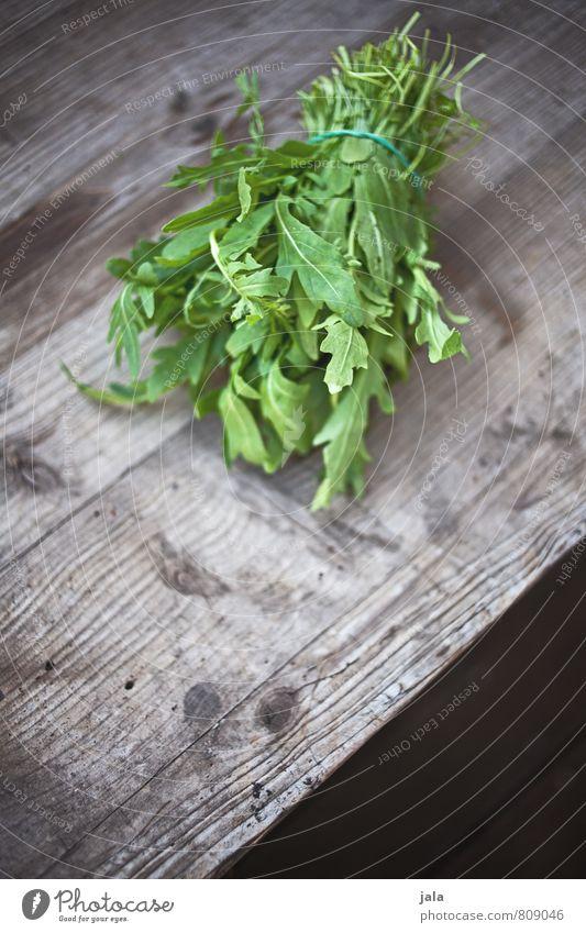 rucola Lebensmittel Salat Salatbeilage Rucola Ernährung Bioprodukte Vegetarische Ernährung Gesunde Ernährung frisch Gesundheit lecker natürlich Holztisch