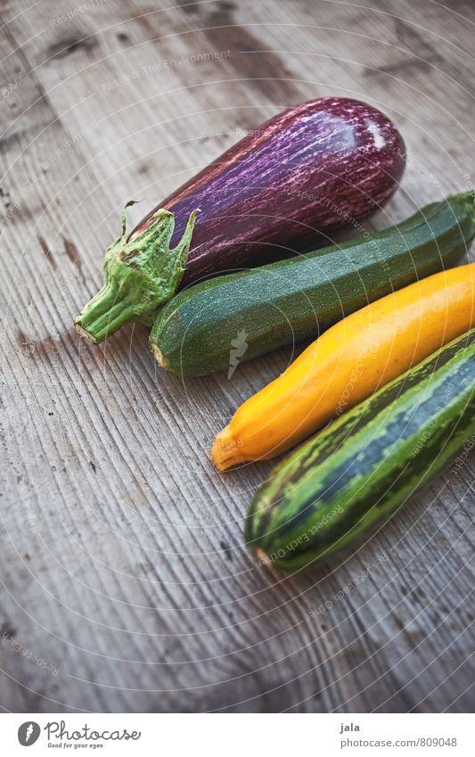 gemüse Gesunde Ernährung natürlich Gesundheit Lebensmittel frisch Ernährung Gemüse lecker Appetit & Hunger Bioprodukte Vegetarische Ernährung Holztisch Zucchini Aubergine Rohkost