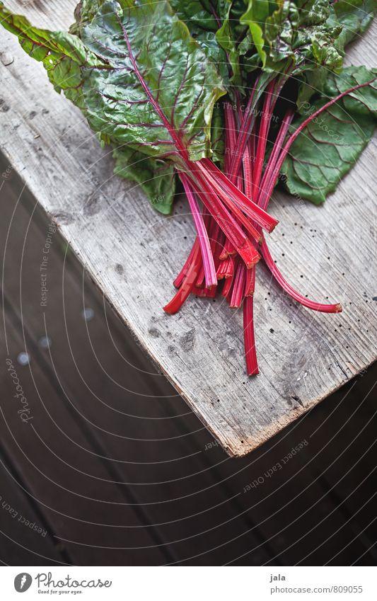 mangold Lebensmittel Gemüse Mangold Ernährung Bioprodukte Vegetarische Ernährung Gesunde Ernährung frisch Gesundheit lecker natürlich Holztisch Farbfoto