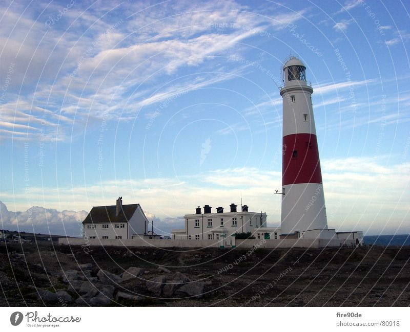 Leuchturm Wasser Himmel Meer blau rot Küste Felsen Hafen Leuchtturm England Riff