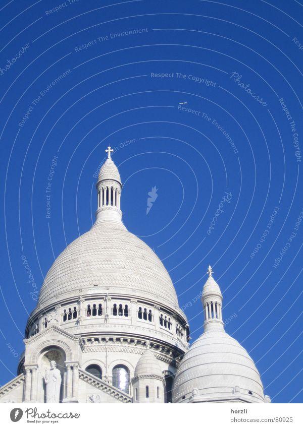 Twin Towers Wallfahrtsort Sacré-Coeur Montmartre Denkmal himmelblau Flugzeug Statue Kuppeldach rund Frankreich Paris Maschine Passagierflugzeug Schutzdach weiß