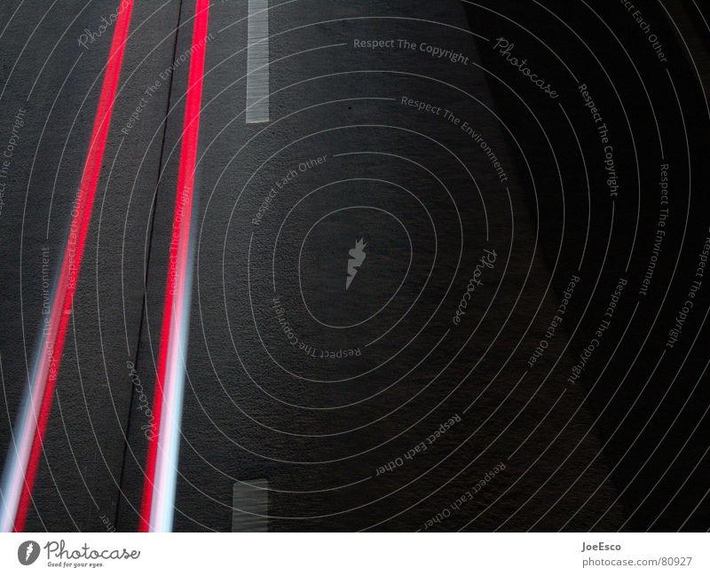 bleifuss Verkehr Personenverkehr Autofahren Straße Autobahn Brücke PKW Linie Bewegung fliegen Coolness Geschwindigkeit schön Dynamik Fahrbahn Mittelstreifen