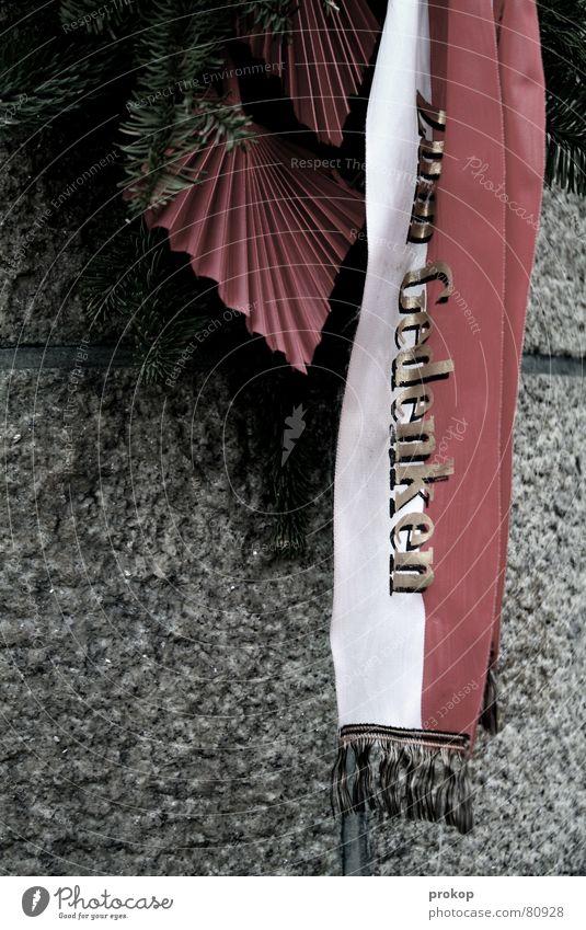Brückenwache Kranz Gesteck Denkmalschutz Abschied Trauer erinnern Beerdigung Hölle Nadelbaum Trauerfeier Gedächtnis Tod Sorge Verschiedenheit