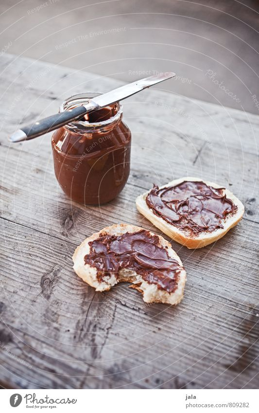 schokoladig Lebensmittel Ernährung süß Süßwaren lecker Appetit & Hunger Bioprodukte Frühstück Messer Schokolade Brötchen Vegetarische Ernährung Nussnugatcreme