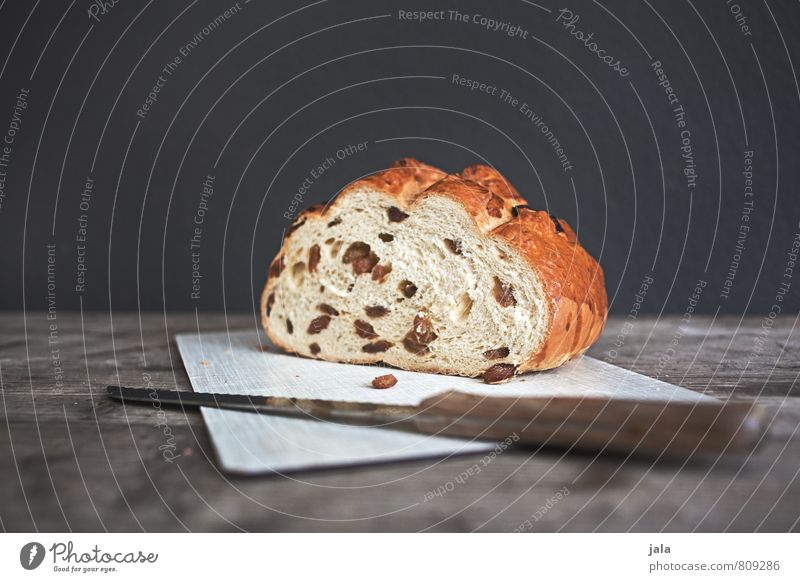 rosinenstuten Lebensmittel Teigwaren Backwaren Brot Kuchen Ernährung Bioprodukte Vegetarische Ernährung Messer Schneidebrett frisch lecker natürlich Holztisch
