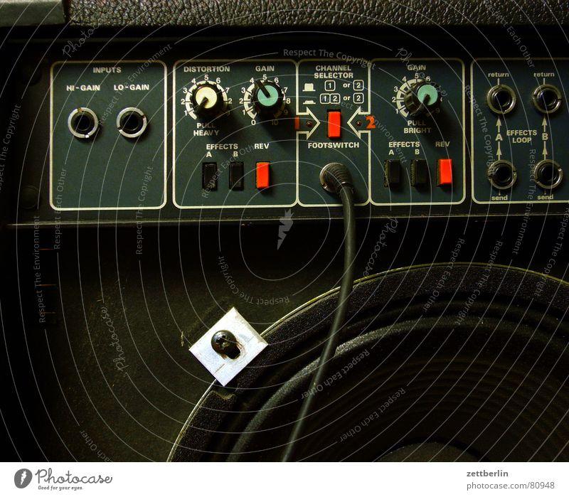 Verstärker Rentnerband Lautstärke Stecker Adapter Lautsprecher üben Buchse Dröhnen laut Donnern Klang Gitarre regulär Rock 'n' Roll Schall Anschluss Endstufe