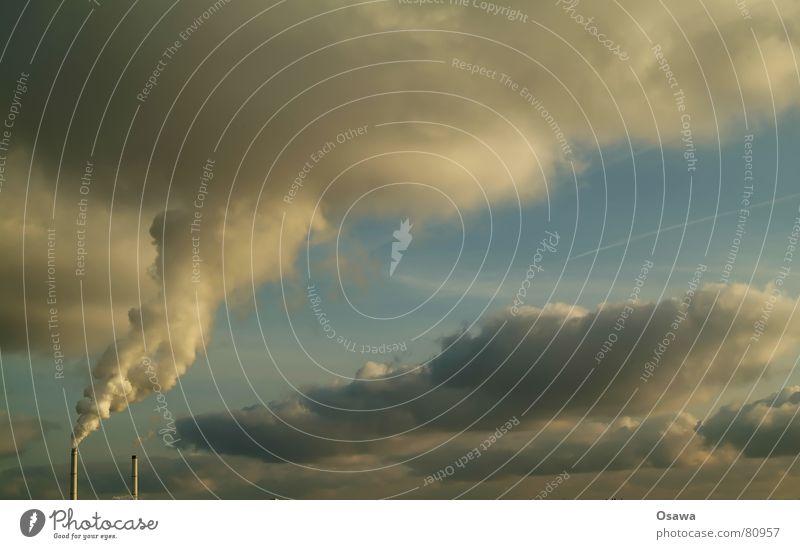 Wolkenmacher Schornstein Wasserdampf Smog Umweltverschmutzung Rauch Rauchzeichen Hochspannungsleitung Energiewirtschaft Energieeffizienz wirtschaftlich Himmel