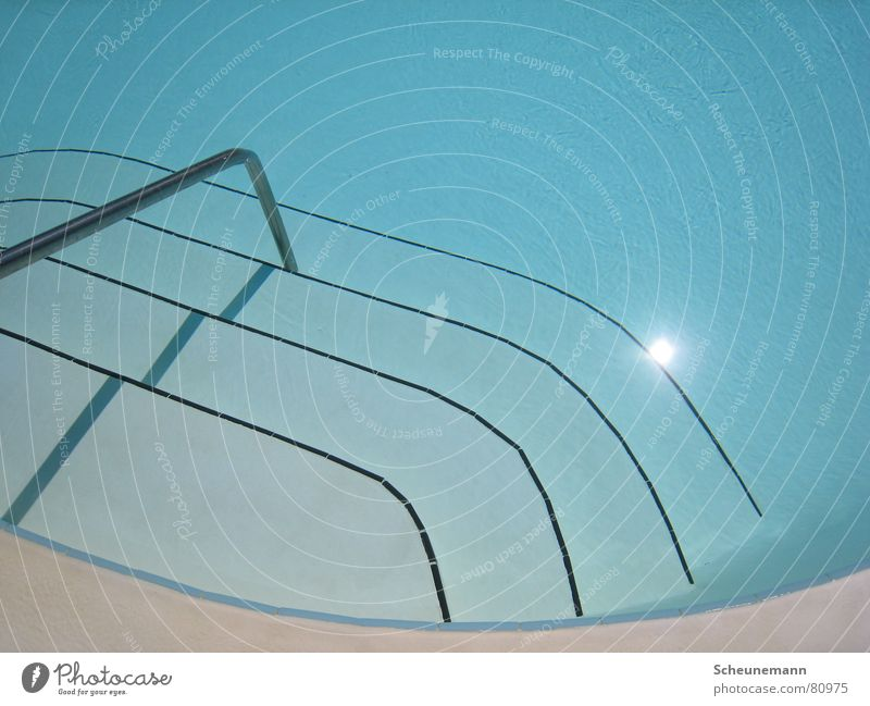 Pool II Wasser blau Ferien & Urlaub & Reisen Sport Erholung Spielen Treppe Bad Schwimmbad Klarheit Geländer Griff Wassersport Unterwasseraufnahme aquatisch
