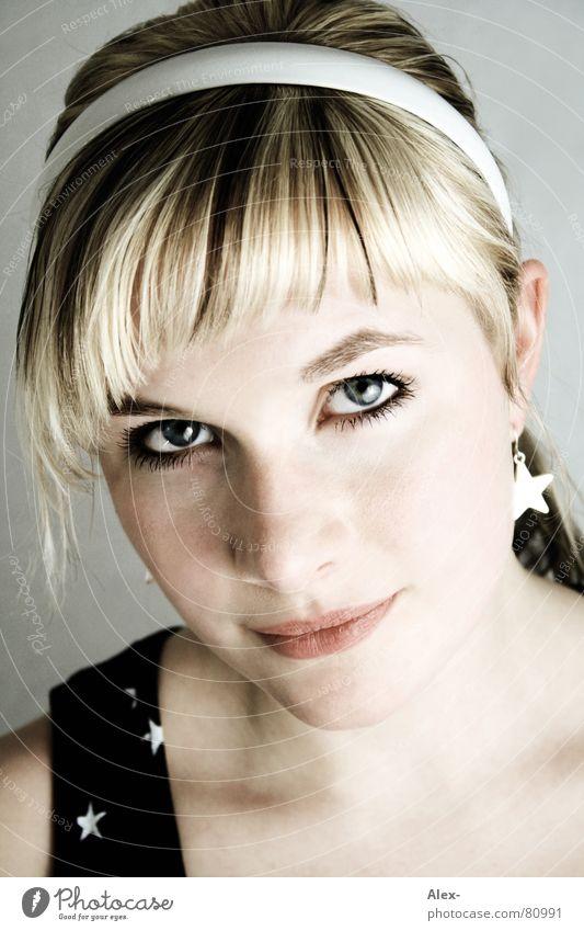 Passbild Nr. 10027 Frau schön Gesicht Auge Farbe Haare & Frisuren Mund blond Nase Stern (Symbol) süß Porträt Schmuck Top Starruhm Ohrringe