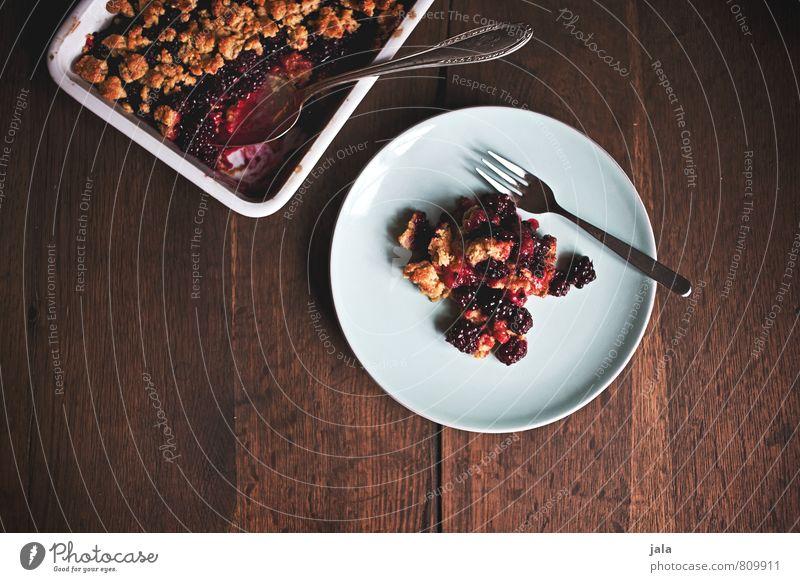 crumble Lebensmittel Frucht Kuchen Dessert Süßwaren Brombeeren Crumble Streusel Ernährung Kaffeetrinken Bioprodukte Vegetarische Ernährung Geschirr Teller