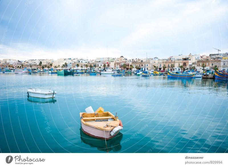 Blick über Marsaxlokk mit Booten, Malta ruhig Ferien & Urlaub & Reisen Tourismus Sommer Meer Insel Kultur Küste Dorf Kleinstadt Hafen Verkehr Fischerboot