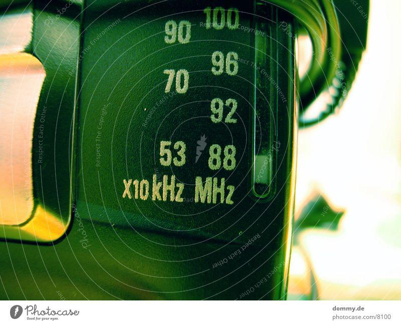 88 MHz Frequenz Ziffern & Zahlen Makroaufnahme Nahaufnahme Raio kaz