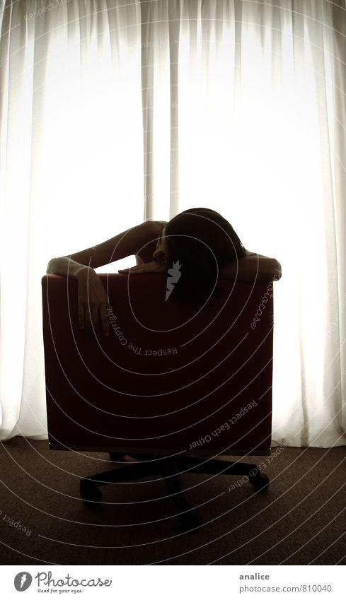 Depression I Mensch feminin Junge Frau Jugendliche Erwachsene 1 schlafen nackt Langeweile Traurigkeit Einsamkeit Stuhl Gardine Licht Hand sitzen Wohnzimmer