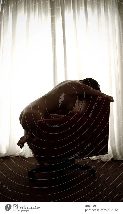 Mensch Frau Jugendliche nackt Einsamkeit Junge Frau Erotik Erwachsene Traurigkeit feminin sitzen Sex Stuhl dünn verstecken Wohnzimmer