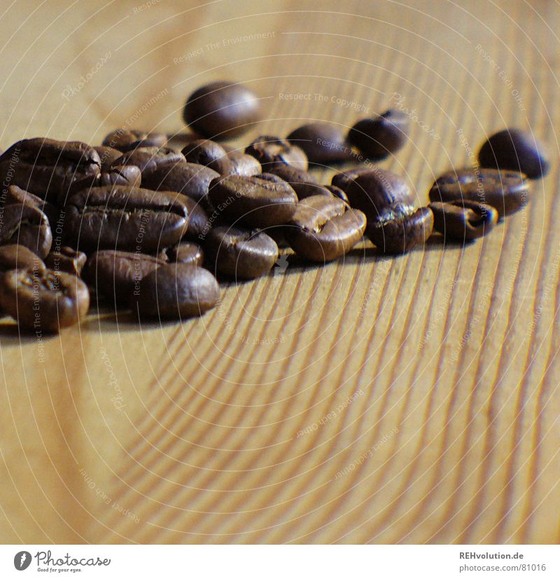 kalter kaffee 4 dunkel Holz Wärme braun Tisch Kaffee Streifen Physik Café lecker Holzbrett Haufen Maserung wach Bohnen Kaffeebohnen