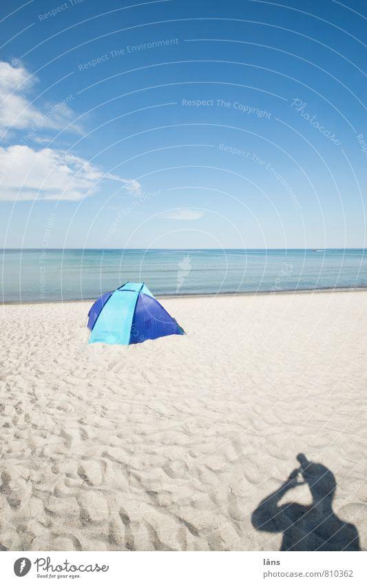 Lichtbild Ferien & Urlaub & Reisen Tourismus Ausflug Sommer Sommerurlaub Sonne Strand Meer Mensch 1 Sand Luft Wasser Himmel Wolken Horizont Küste blau