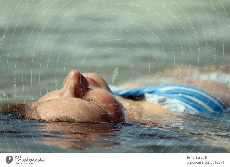 Lass dich Treiben feminin Frau Erwachsene Kopf Frauenbrust 1 Mensch 18-30 Jahre Jugendliche Wasser Sommer Schönes Wetter Meer Atlantik Bikini brünett langhaarig