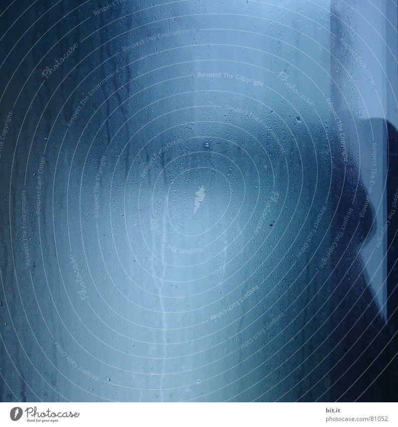 SCHAUER II Wasser blau Regen Angst Bad Regenschirm gruselig obskur Alkoholisiert Dusche (Installation) Geister u. Gespenster Panik Sorge gießen Platzangst kopflos