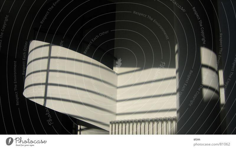 weiss 3 Geländer rund Wand Putz Wölbung modern Schatten Heizkörper Linie Treppe Architektur