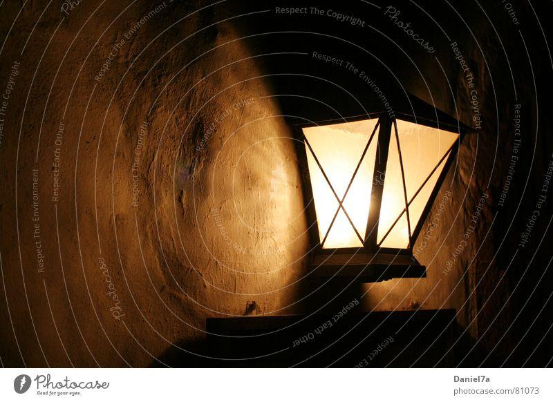 Wandlampe Sympathie Strukturwandel Licht glänzend dunkel Herbst gemütlich Laterne Lampe Putz Morgen Wohlgefühl Abend Schattendasein angenehm Lichtbrechung