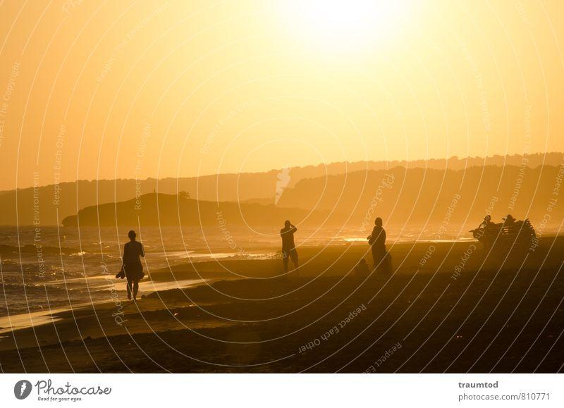 Abendstimmung am Meer Mensch Natur Ferien & Urlaub & Reisen Wasser Sommer Sonne Erholung Landschaft Ferne Umwelt gelb Küste Glück Sand Menschengruppe