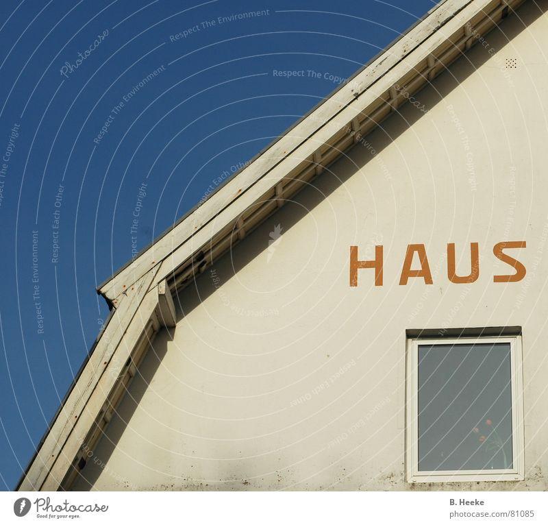 Halbes Haus alt Himmel blau Ferien & Urlaub & Reisen Haus Fenster Fassade Perspektive Europa Insel Schriftzeichen Dach Buchstaben Schönes Wetter Nordsee