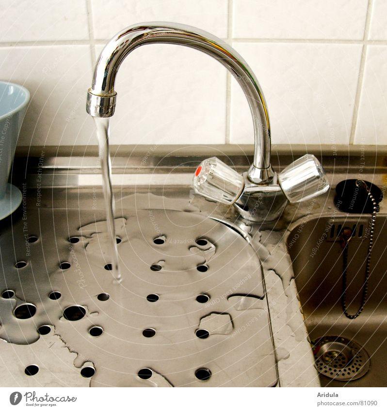 küche_03 Wasser kalt Wärme glänzend nass Wassertropfen frisch Küche Physik Klarheit Fliesen u. Kacheln Loch silber Pfütze fließen Abfluss