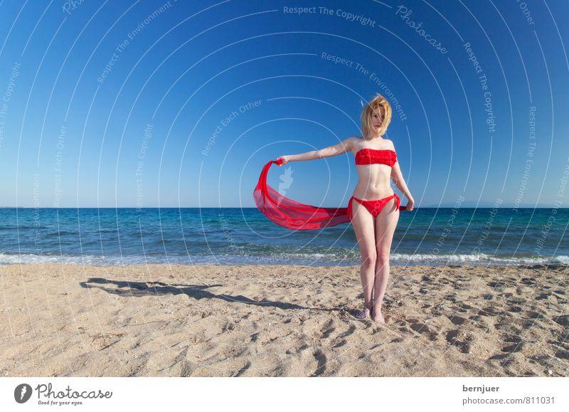 Wind Sport Mensch feminin Junge Frau Jugendliche 18-30 Jahre Erwachsene Mode Bikini blond genießen Lächeln ästhetisch Fröhlichkeit dünn blau rot Freude Glück