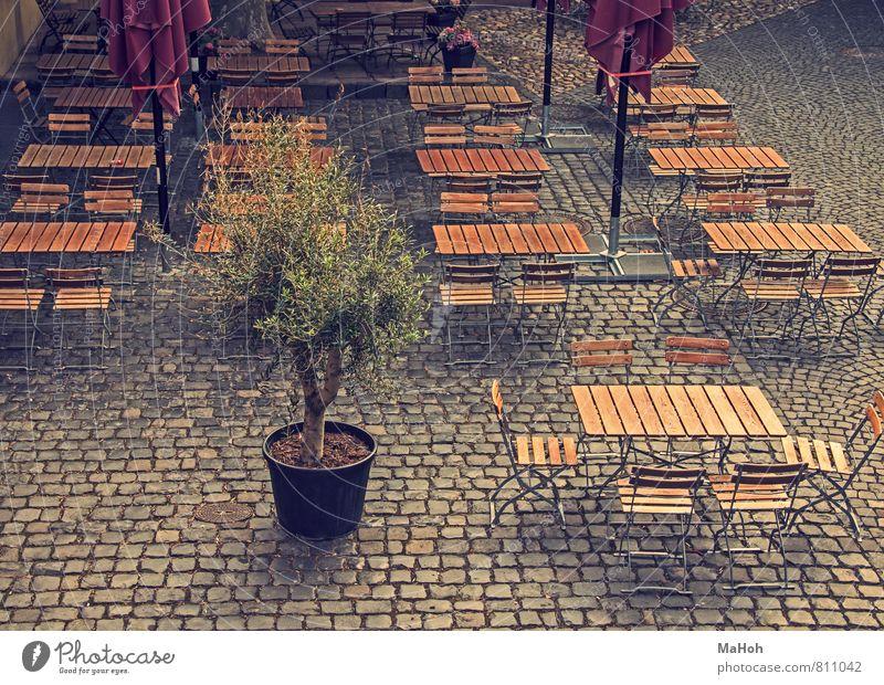 bereit Freizeit & Hobby Restaurant Lokal Essen Gastronomie Stadtzentrum Menschenleer Tisch Stuhl Stein Holz Metall Feste & Feiern genießen Zusammensein