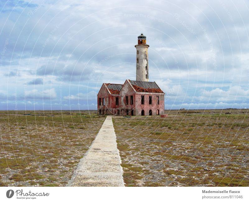 Einsam, verlassen und ausser Betrieb alt Einsamkeit Ferne Freiheit Vergänglichkeit Verfall gruselig Ruine Leuchtturm stagnierend