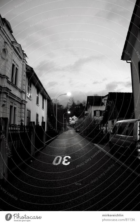 dark road Haus Wolken Straße dunkel Verkehrswege unheimlich