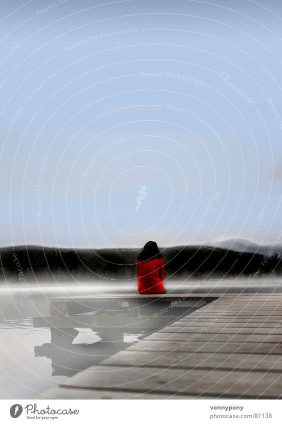 ...um 7 am See Frau Wasser Himmel rot Winter Wolken Einsamkeit Ferne dunkel kalt Berge u. Gebirge grau träumen Traurigkeit Denken