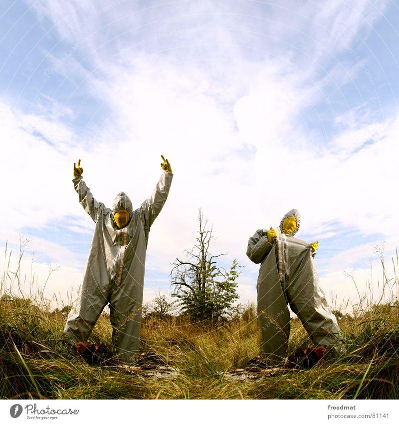 grau™ - dicke hose im wald gelb grau-gelb Anzug Gummi Kunst dumm sinnlos ungefährlich verrückt lustig Freude Wolken Baum Gras Collage Kunsthandwerk abstrakt