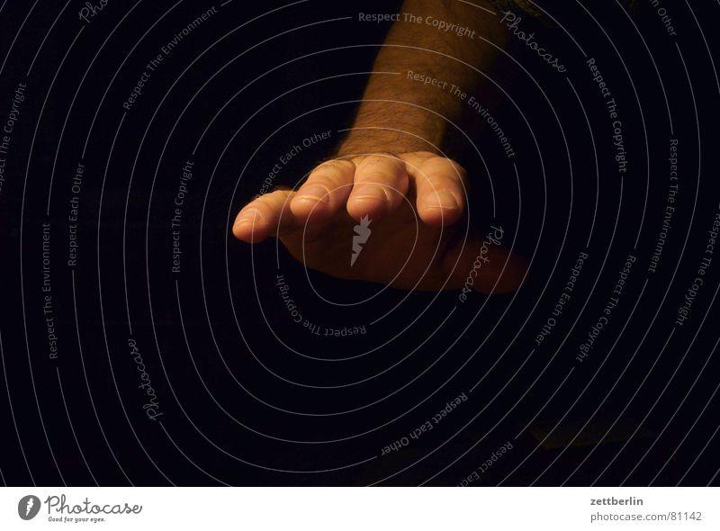 Hand Hand dunkel grau Traurigkeit Angst Finger trist berühren fangen gruselig Barriere Platzangst Griff Halt nehmen greifen