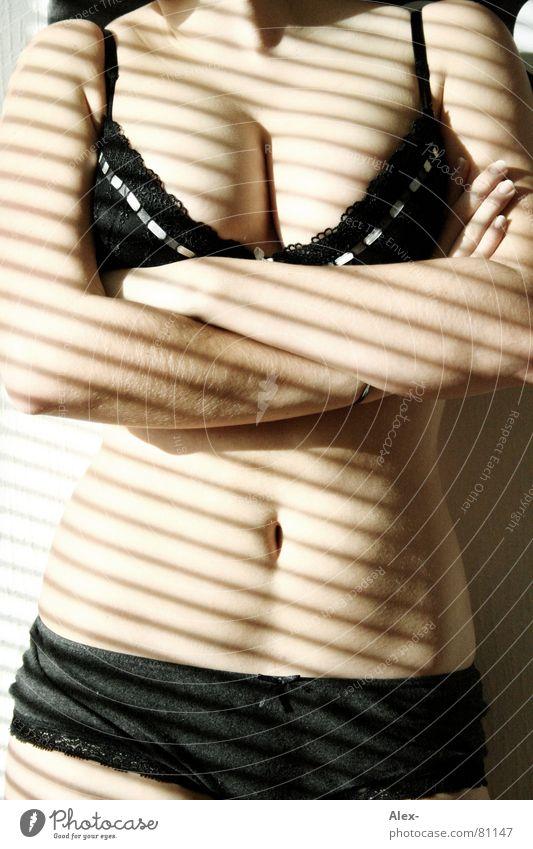 stars'n'stripes Tanga Unterwäsche heiß schön Frau Streifen Licht schwarz BH Hotpants Spitze Erotik Haut Jugendliche Schatten Unterhose Bauch Körper skin hot