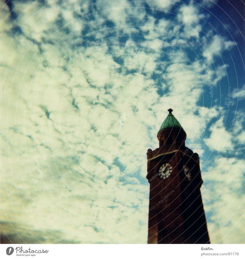 Das Tor zur Welt Himmel Wolken Ferne Wasserfahrzeug Kunst Hamburg Turm Uhr Sehnsucht Denkmal Anlegestelle Wahrzeichen Tourist Sightseeing Sehenswürdigkeit Messinstrument