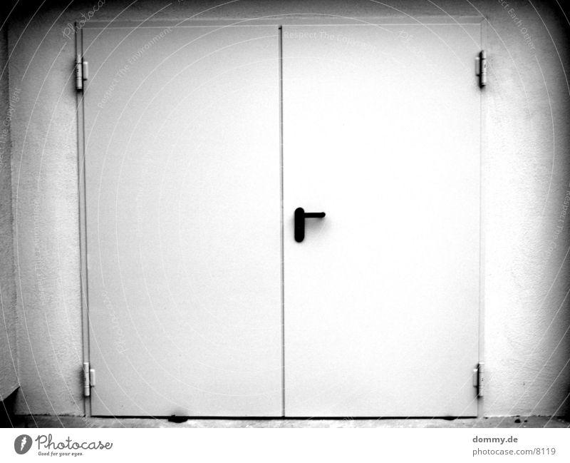 EXIT 2 Ausgang Architektur Tür Schwarzweißfoto exit kaz