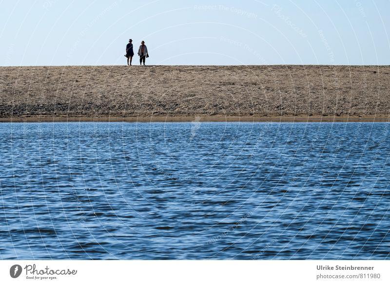 Reisegruppe Mensch Frau Natur Ferien & Urlaub & Reisen Mann blau Wasser Meer Landschaft ruhig Strand Erwachsene feminin Küste Sand braun