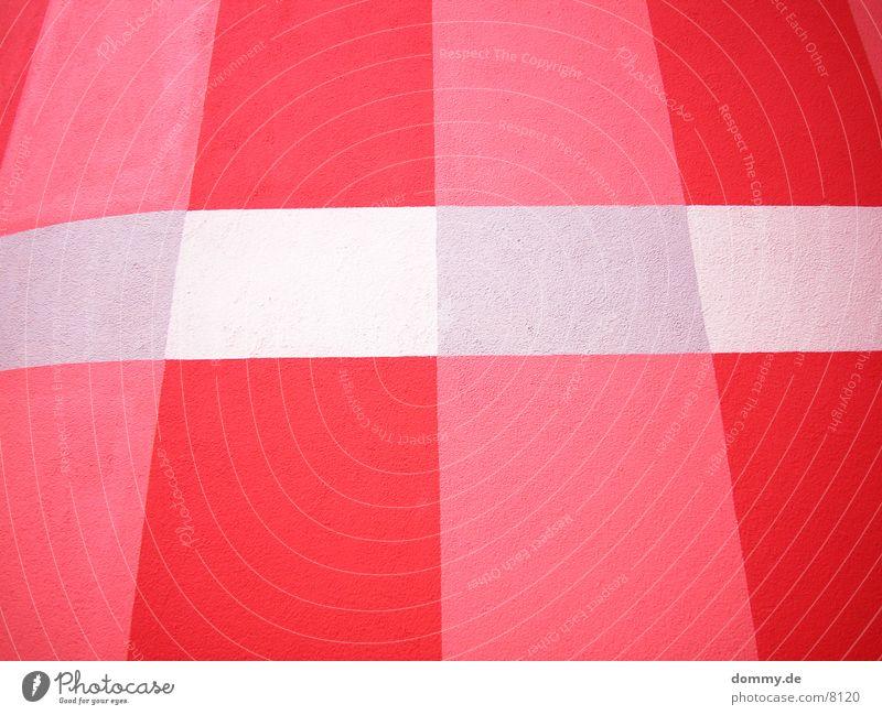 ungewöhnliche Hauswand rot Farbe Wand Architektur außergewöhnlich